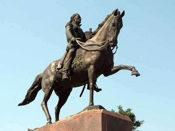 В Новочеркасске к всемирному конгрессу казаков установят новый памятник Платову